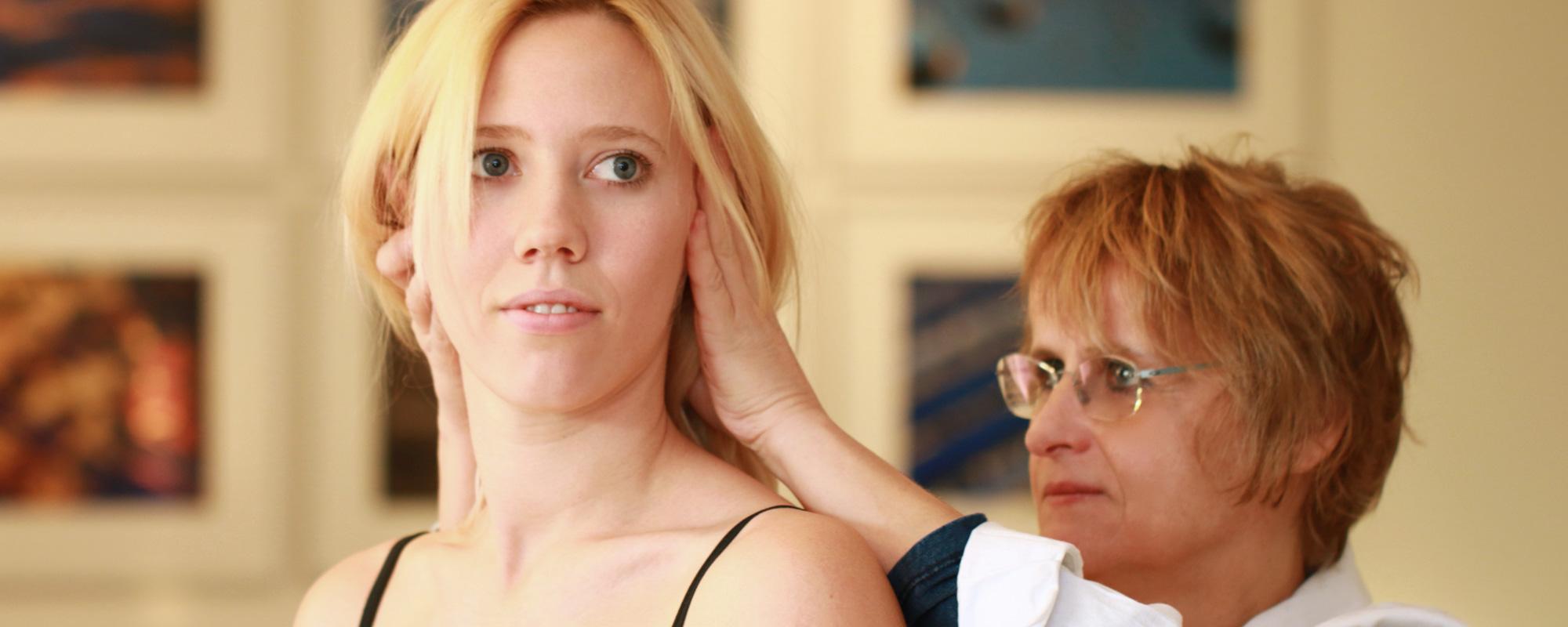 Dott.ssa Sandra Schütz <b>Fisiatra</b><p>Specialista in Medicina Fisica e Riabilitazione<p>Medico da oltre 20 anni, con ampia esperienza nella riabilitazione <strong> Neuromotoria e Ortopedica</strong> esperta in <strong> Posturologia e Medicina Integrata</strong></p>